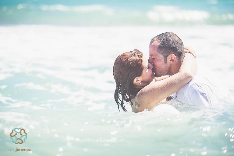 manujimenez-silvia-calvo-postboda-playa-valencia-circuito-cheste-fotografo-bodas (26)